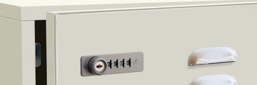 immagine di anta in metallo con serratura a combinazione