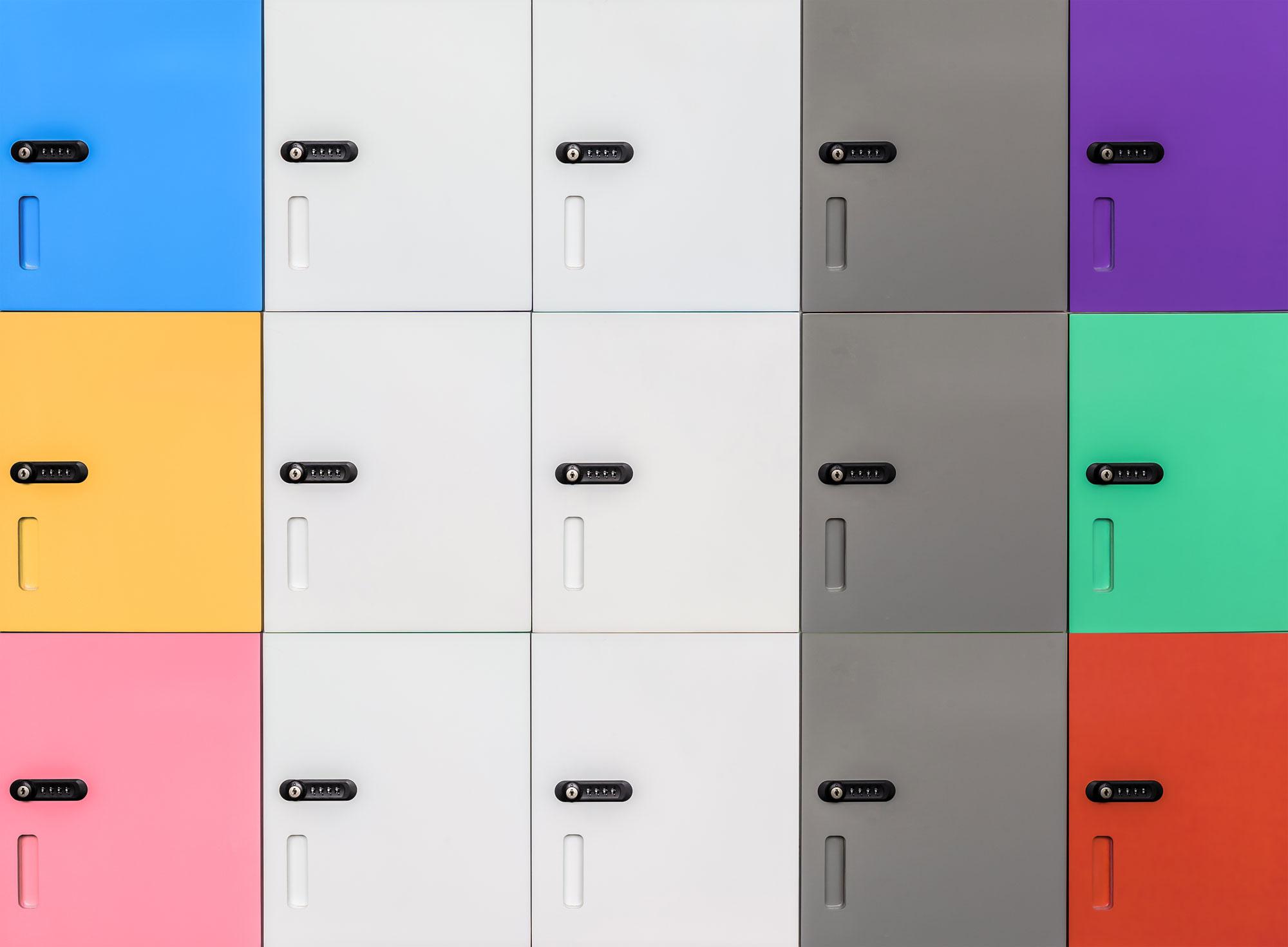 armadietto multiutente con serrature a combinazione